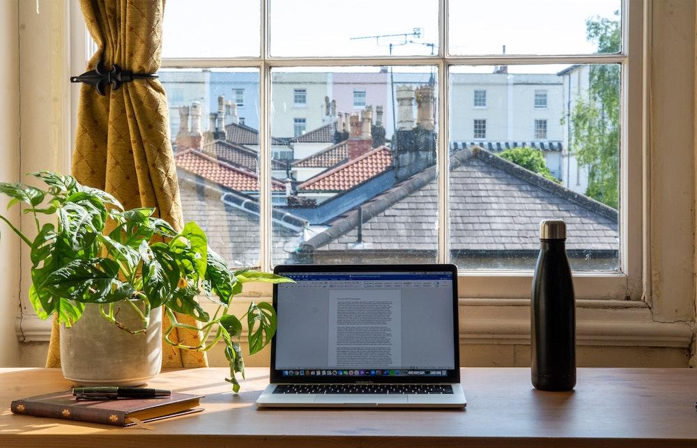 work-from-home-desk-setup.jpg